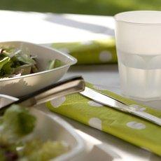 Colección Porque Me Gusta - Cubiertos efecto metal - Manteles Diseño - Platos Blancos Plástico - Velas Diseño
